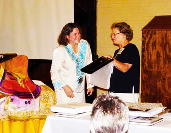 Jenny Krieg receives the 2010 Phyllis Ramsey Award from Janet Maurer