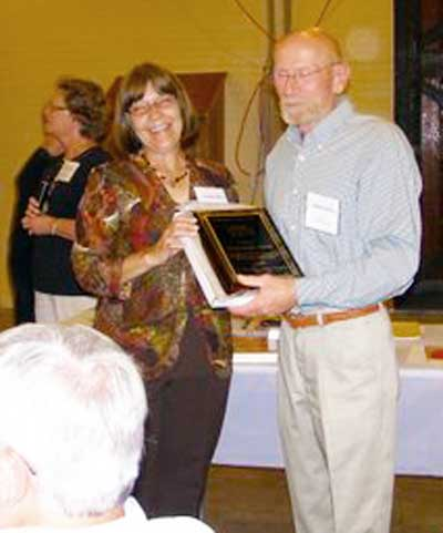 Jim and Linda Uhrich proudly display their Newcomer Award at the 2010 convention